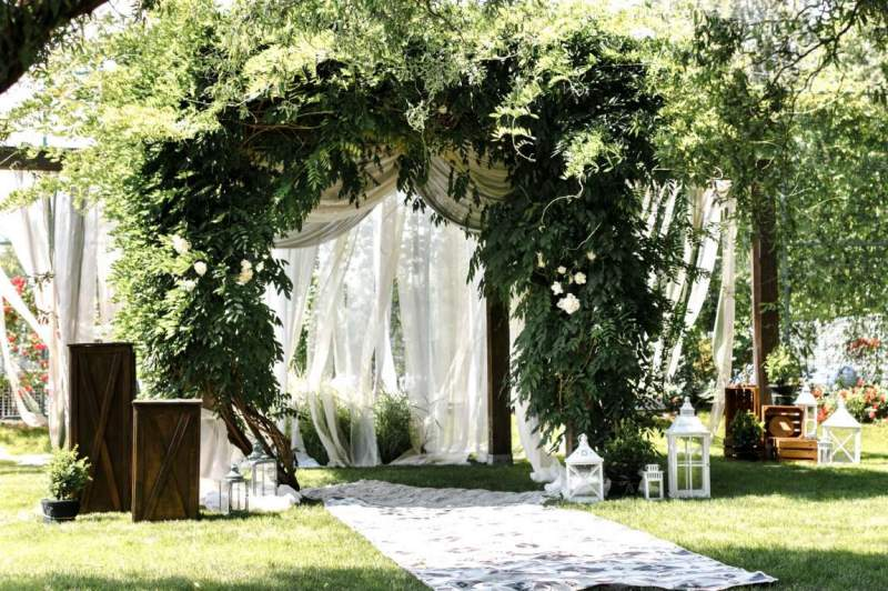 Wedding venues are reopening with Illinois, busy days ahead