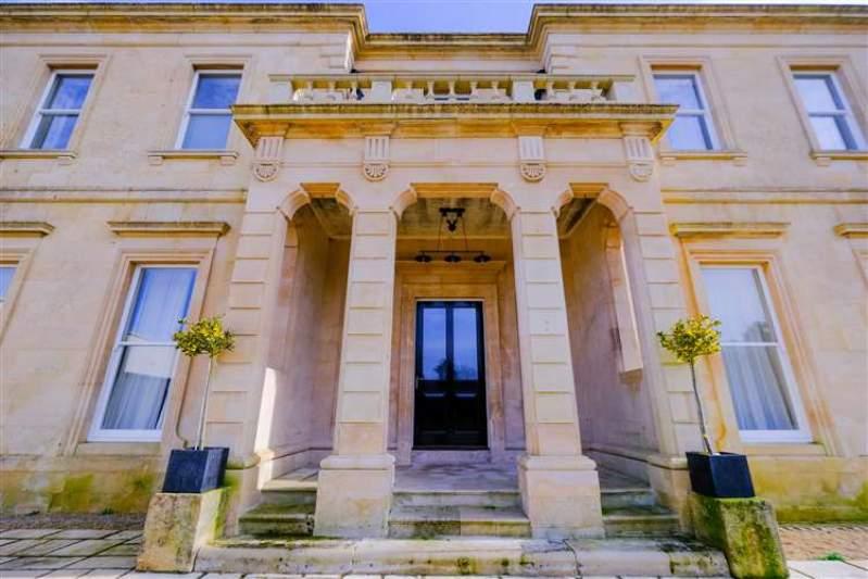 Objections raised to Pinchington Hall wedding venue plans near Thatcham