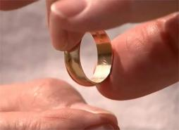 'Ring Finder' Reunites 70-Year-Old With Wedding Ring Lost in the Surf at Ocean City