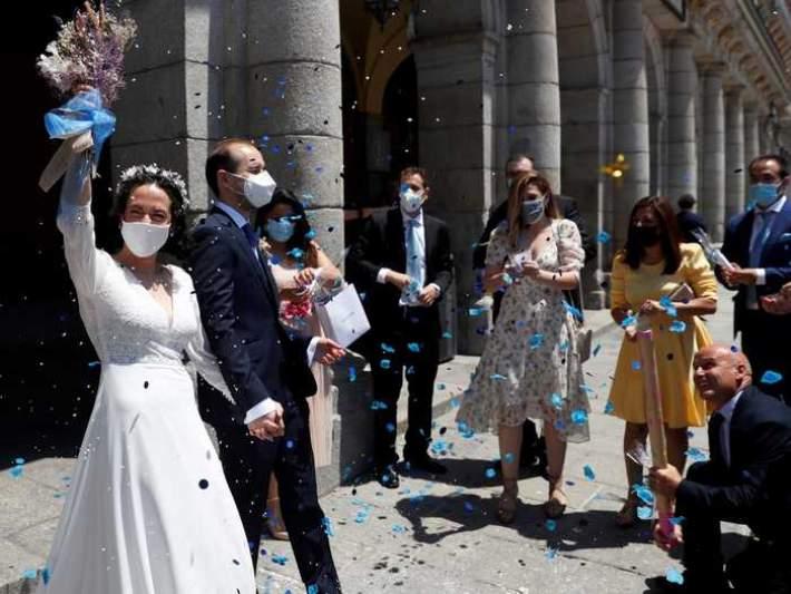 Wealthy millennials are blowing their pandemic savings on $200,000 postponed weddings