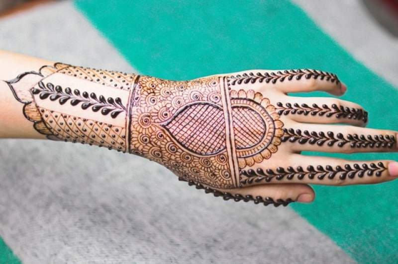 How to Find the Best Bridal Mehndi Artists