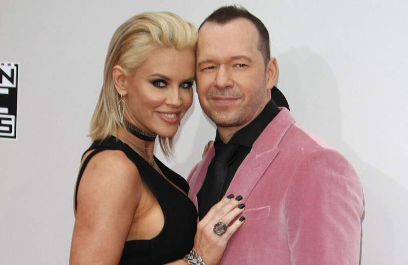 Jenny McCarthy and Donnie Wahlberg renew vows for 7th wedding anniversary
