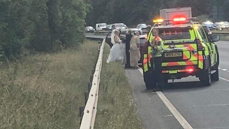 Police Comes To The Rescue Of Bride Whose Vintage Car Broke Down On Her Way To Wedding Venue