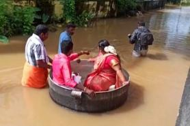 Indian couple sail to wedding in cooking pot, despite floods