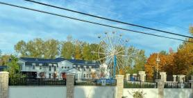 Massive wedding with Ferris wheel causes noise complaints in Surrey