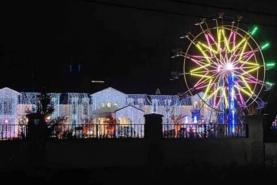 Big, fat ferris-wheel wedding awakens residents' ire in Surrey